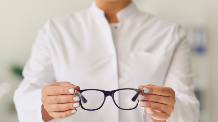 How To Become An Optician In the United States of America